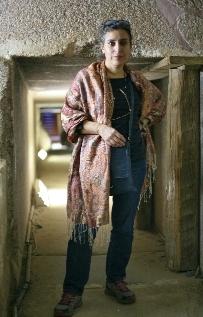 Judith Dessolle dans un mastaba de Saqqara