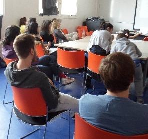 les_etudiants_chercheurs_pendant_la_presentation.jpg