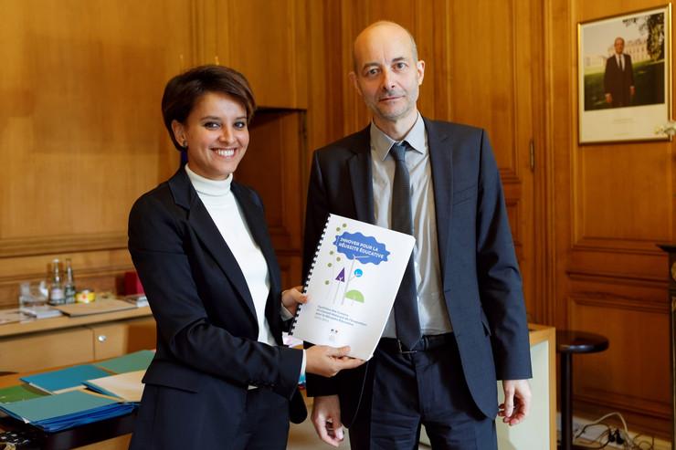 Najat Vallaud-Belkacem et Didier Lapeyronnie lors de la remise du rapport