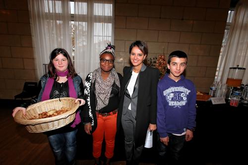 des élèves du collège Rosa-Parks de Châteauroux et Najat Vallaud-Belkacem