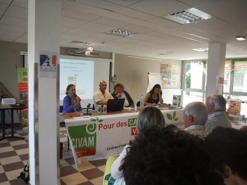 Lors d'une réunion des CIVAM (Centres d'Initiatives pour Valoriser l'Agriculture et le Milieu rural)