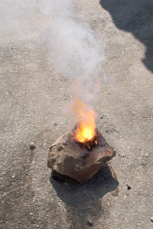 Et la faire brûler!