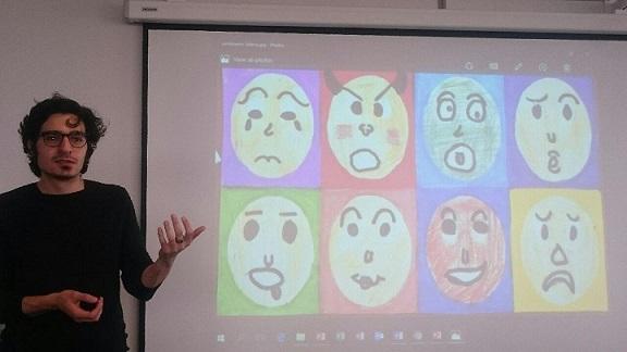 Albert Moukheiber et une représentation des huit émotions