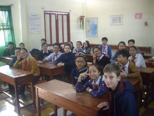 Paul et Simon en classe au collège de Dan Nang.