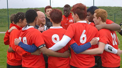 L'entraineur avec ses joueurs