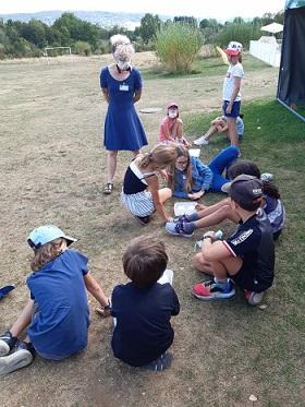 En atelier avec les enfants  des participants aux Rencontres d'été du CRAP-Cahiers pédagogiques