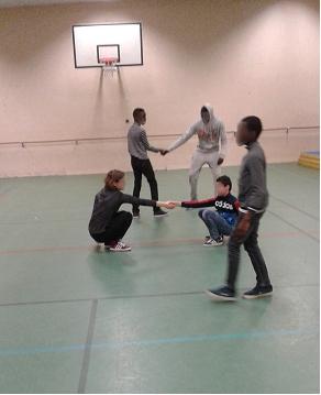 Danse contact improvisation avant la discussion à visée philosophique