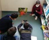 Par groupe de quatre, les élèves doivent raconter en images un chapitre du roman.